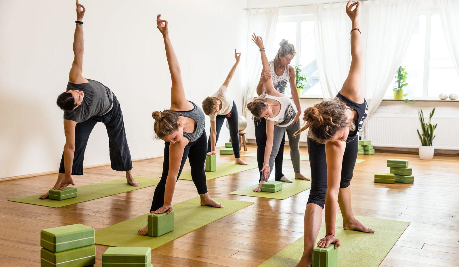 großer Yogaraum, Maitri Yoga Studio, offene Klasse
